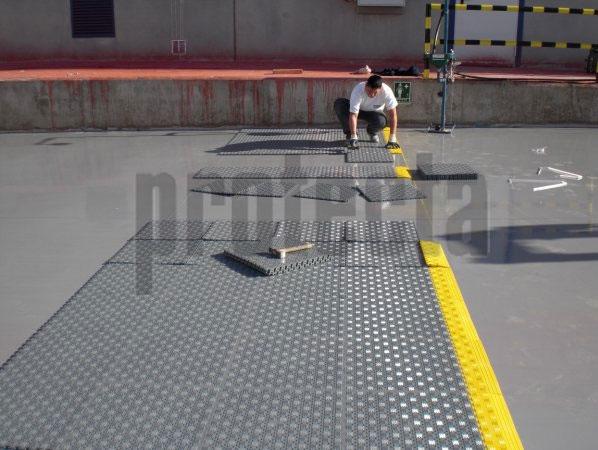 Lock Mat Favorece la productividad y protege el material en caso de que caiga al suelo