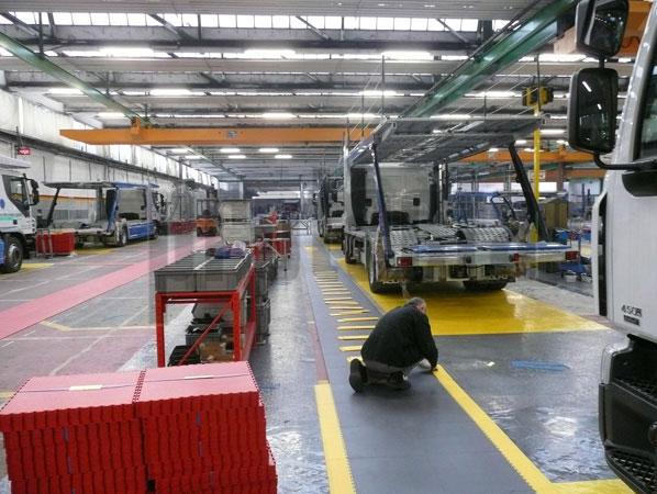 Admite elevadas cargas mecánicas, la rodadura de vehículos industriales pesados.