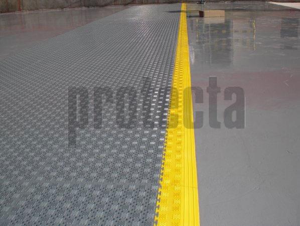 Lock Mat es Resistente y a la vez muy adaptable a la superficie del suelo